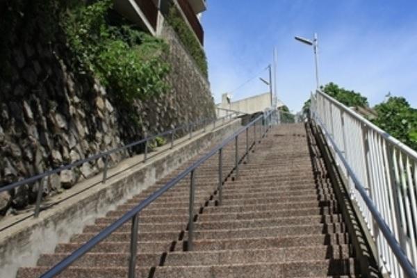 横浜の崖階段