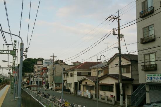 六浦駅前の街並み