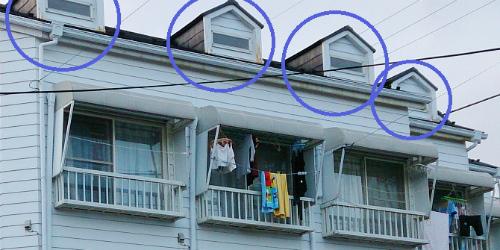 一棟アパート屋根の出窓