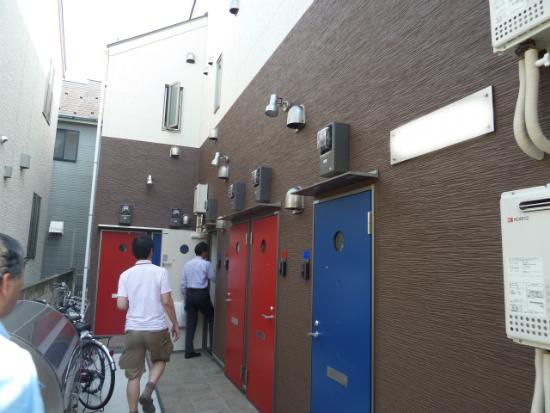 新築アパート入口